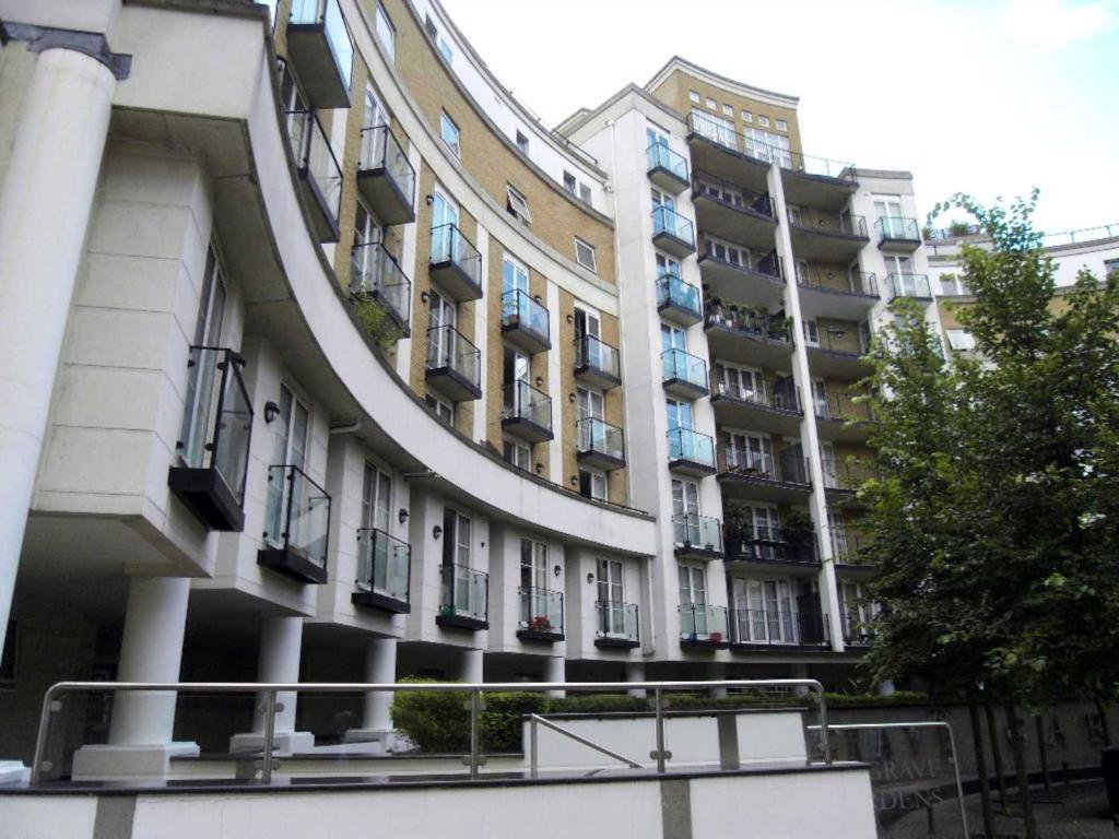 3 bedroom flat in Mary`s Court, Palgrave Gardens, Regent`s Park