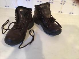 HI-TEC EUROTREK ladies brown leather walking boots. Size 6.