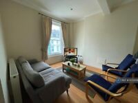 1 bedroom in Russell Gardens, London, W14 (#1072309)