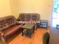 Spacious 2 Bedroom Ground Floor Flat with Separate Living/canary wharf & beside Westferry DLR Stn