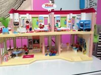 PLAYMOBIL 5265 Summer Hotel+ 5270 Porter w/Baggage Cart+5267 Htl Bus+5268 Htl shop+5271 Housekeeping