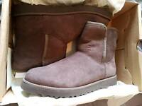 Ladies ugg boots size 5