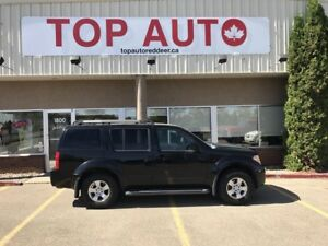 2007 Nissan Pathfinder SE 4x4! third row! good tires!
