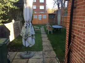 Double room town centre close to station. Single occupancy only, professionals.