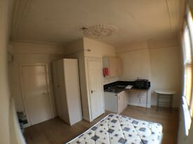 1 BEDROOM STUDIO* NEWLY REFURBISHED *HOLBECK * RECREATION TERRACE * ZERO DEPOSIT * DSS WELCOME!