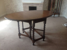Oak dining table, extendable