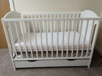White baby cot giraffe + Foam mattress with a drawer