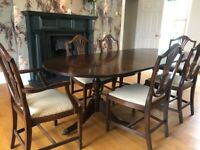 Mahogany Extendable Dining Table with 6 Matching Chairs