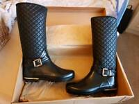 Ladies Black & Gold wellies size 6.5 Brand New in Box