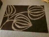 Shaggy rug. 133cm x 190cm.