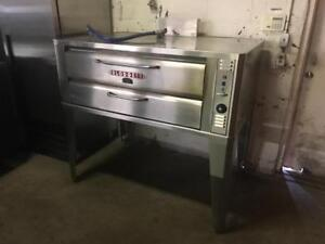 5ft Blodgett gas pizza oven ( like new !) All stainless ( model 961-p ) only 1 avaiable up to 65% off !!