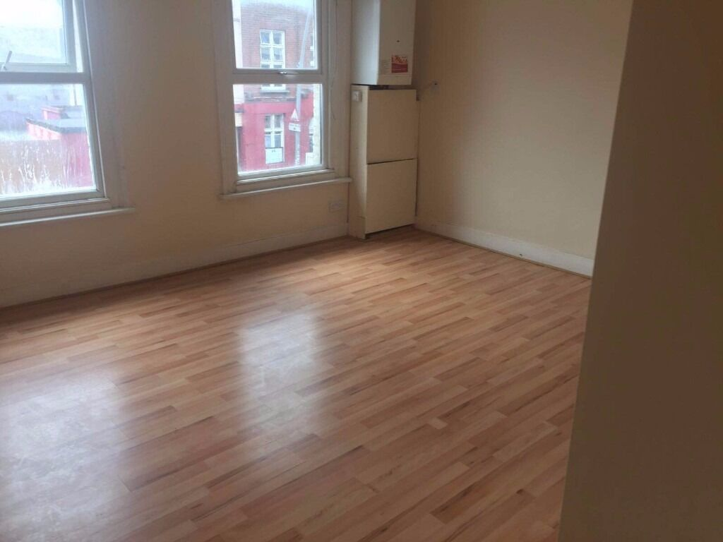 Two Bed Flat Hardly 3 Minutes walk from Chadwel Heath Station