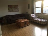 2 Bed Executive Flat, F/Furnished, with Spacious Lounge, Dining Kitchen, and two Double Bedrooms
