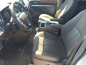 2011 Chrysler Town & Country Touring * LEATHER * CAM * HTD PWR S London Ontario image 12