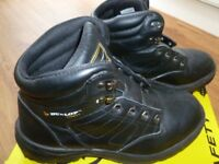 Dunlop adult safety steel toe boots size 8.5