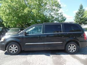 2011 Chrysler Town & Country Touring, NAV, BACKUP CAM, DVD, STOW