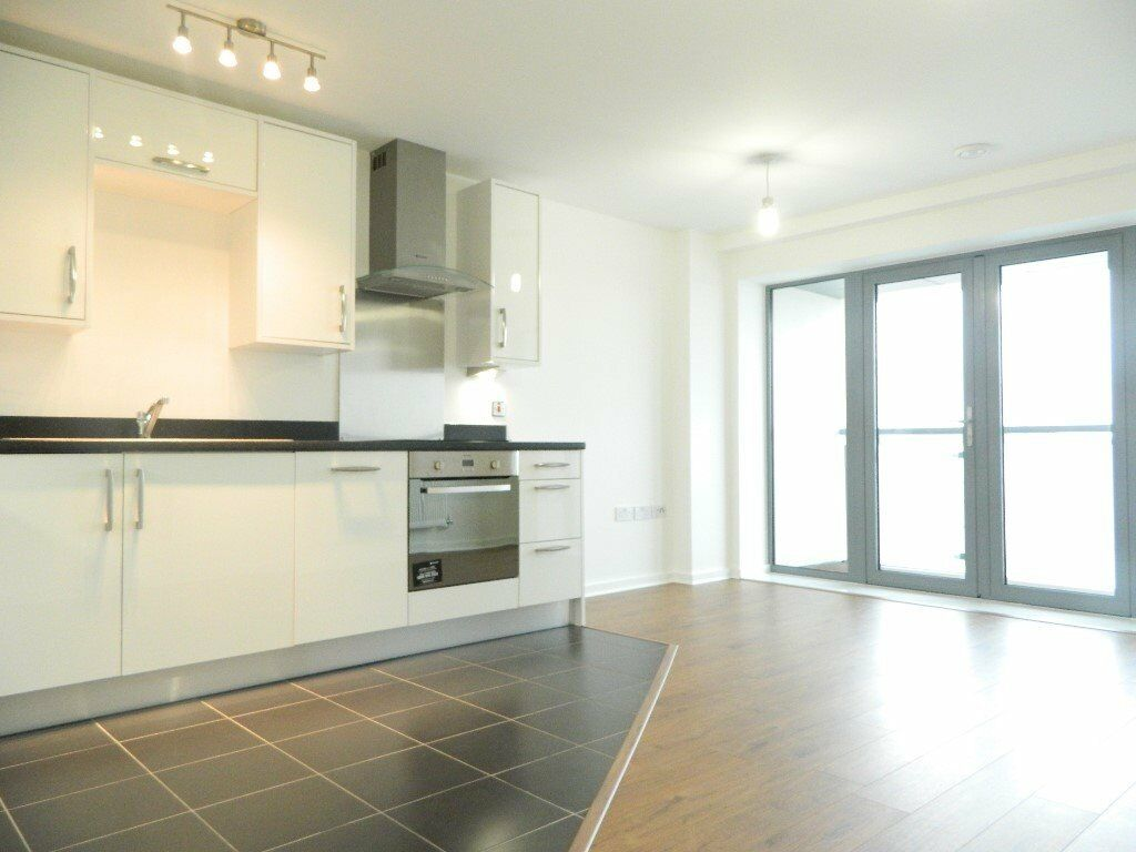*Stunning, modern two bedroom apartment with a private balcony available in the popular E3 area*