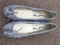 French sole beautiful white lace pumps