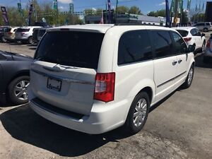 2011 Chrysler Town & Country Touring * LEATHER * CAM * HTD PWR S London Ontario image 9