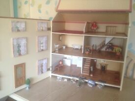 ** L@@K ** DOLLS HOUSE with working lights,light up fire- 3 Storey* GRAB YOURSELF A BARGAIN