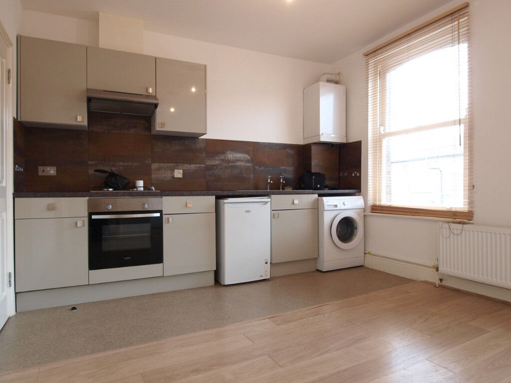 **BACK ON THE MARKET**Modern 1 Double Bedroom Flat within moments walk of Stamford Hill Overground