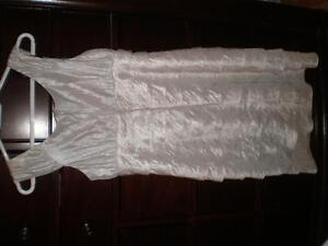White fancy dress for woman (small size), Robe pour femme West Island Greater Montréal image 4