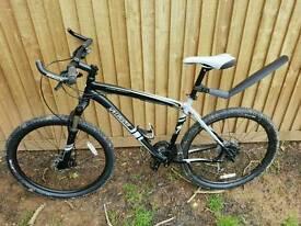 """Specialised hardrock mountin bike. 27 speed, hydraulic disc breaks, 26"""" wheels, 19"""" frame"""