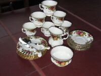 ROYAL ALBERT 'Old Country Roses 1962' 22 Piece Afternoon Tea Service