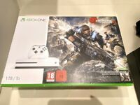 XBOX ONE 1TB with Tomb Raider game