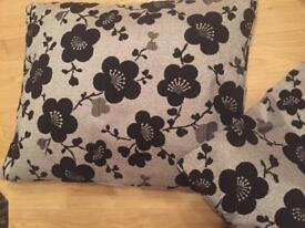 Pair of quality cushion cover