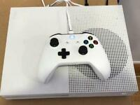 * LIKE NEW * XBOX ONE S 500GB + ACCESSORIES + FIFA 17 GAME