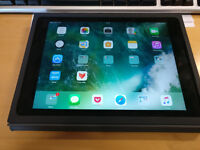 Ipad Air 2 32GB 4G and Wifi with a keyboard case