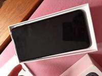 Apple iPhone 7 Plus 32GB on EE black