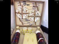 Vintage Brexton 4 place setting picnic set