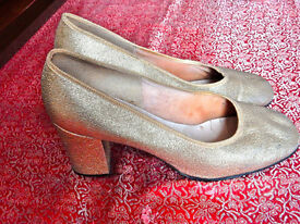 Gold Glitter Vintage Shoes, 5/38