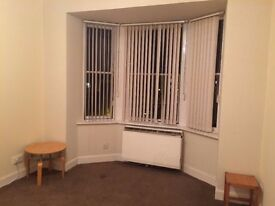 WELL PRESENTED 1 BEDROOM FLAT IN PAISLEY TOWN CENTRE