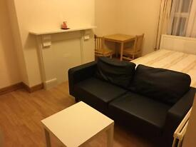 4 bedroom flat!! new paint!! new furnished!! students !!