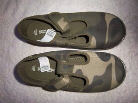 New M&S Boys Camouflage Shoes Size 12 IP1
