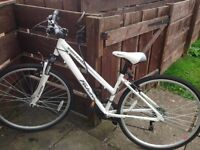 NEW Ladies Hybrid bike. Size 16. Comes with many extras including free helmet!