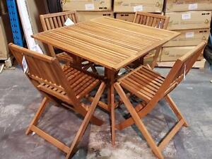 Ensemble table et 4 chaises en eucalyptus (kingsbury set)