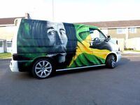 Graffiti mural artist in London