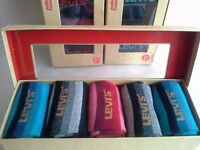 5 PAIRS OF COLOURFUL LEVIS SOCKS