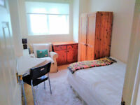 Double room offered to rent in quiet shared flat SW15 London close to Barnes Common/Putney