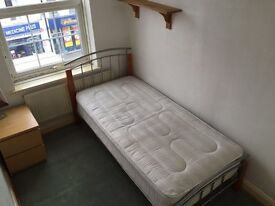 SINGLE ROOM IN HOUSE SHARE NEXT TO WORCESTER PARK HIGH STREET BILLS INCLUDED