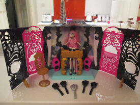 MONSTER HIGH DJ BOOTH, DOLL AND ACCESSORIES - VGC