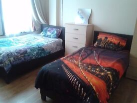 Brightly Twin room in house with living room and Garden!!!!