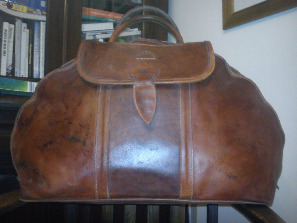"Leather Holdallin Truro, CornwallGumtree - Ex cond ""Buffalo Hide"" good quality lined overnight bag with long zip allowing a wide opening & a magnetic catch on the flap. 2 handles & 4 zipped pockets inside. Roughly 2ft long x 1ft wide (at widest points of bag). Collect Truro 01872 540210"