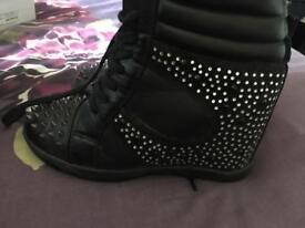 Shoe boots size 6
