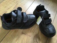 BNWT boys school shoes Size 9