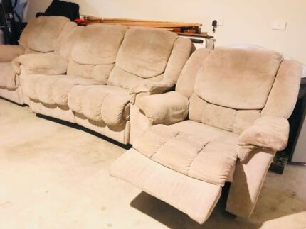 Used Recliner Sofa Set. Pick up from Epping!